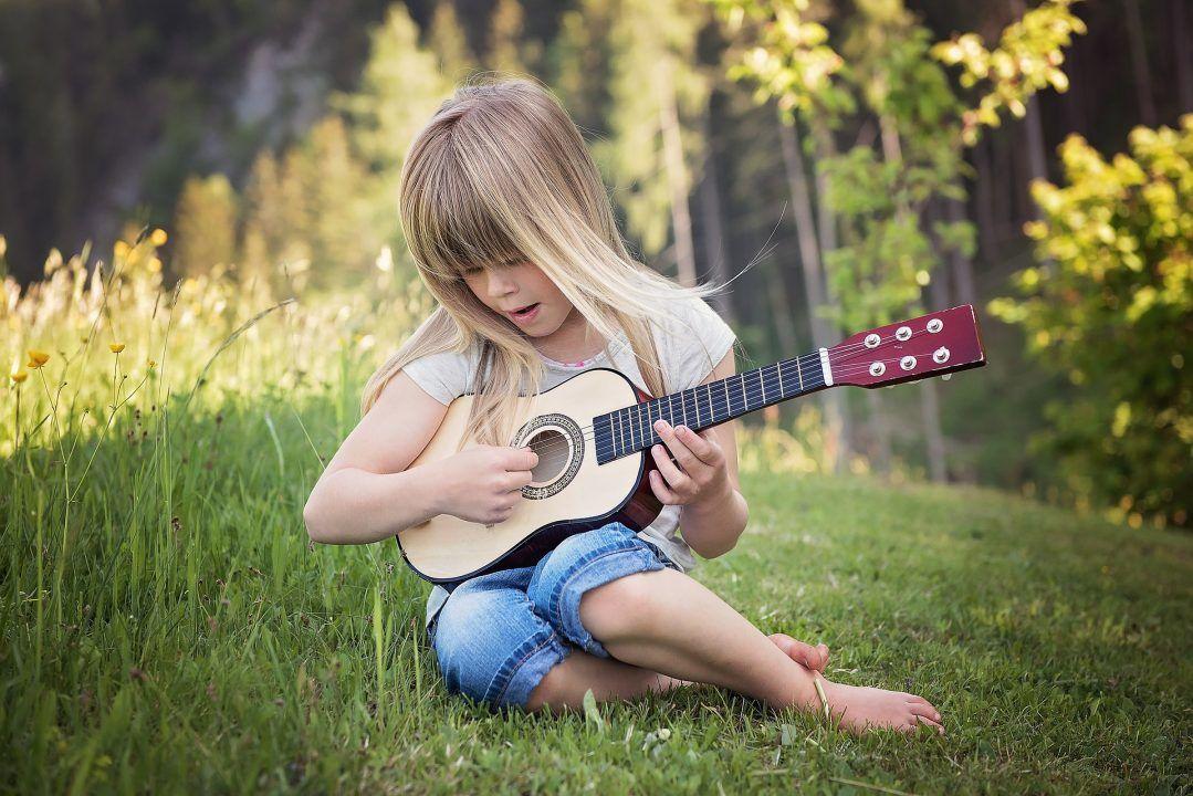 gitaar-spelen-kind
