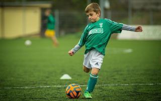 voetballend-kind