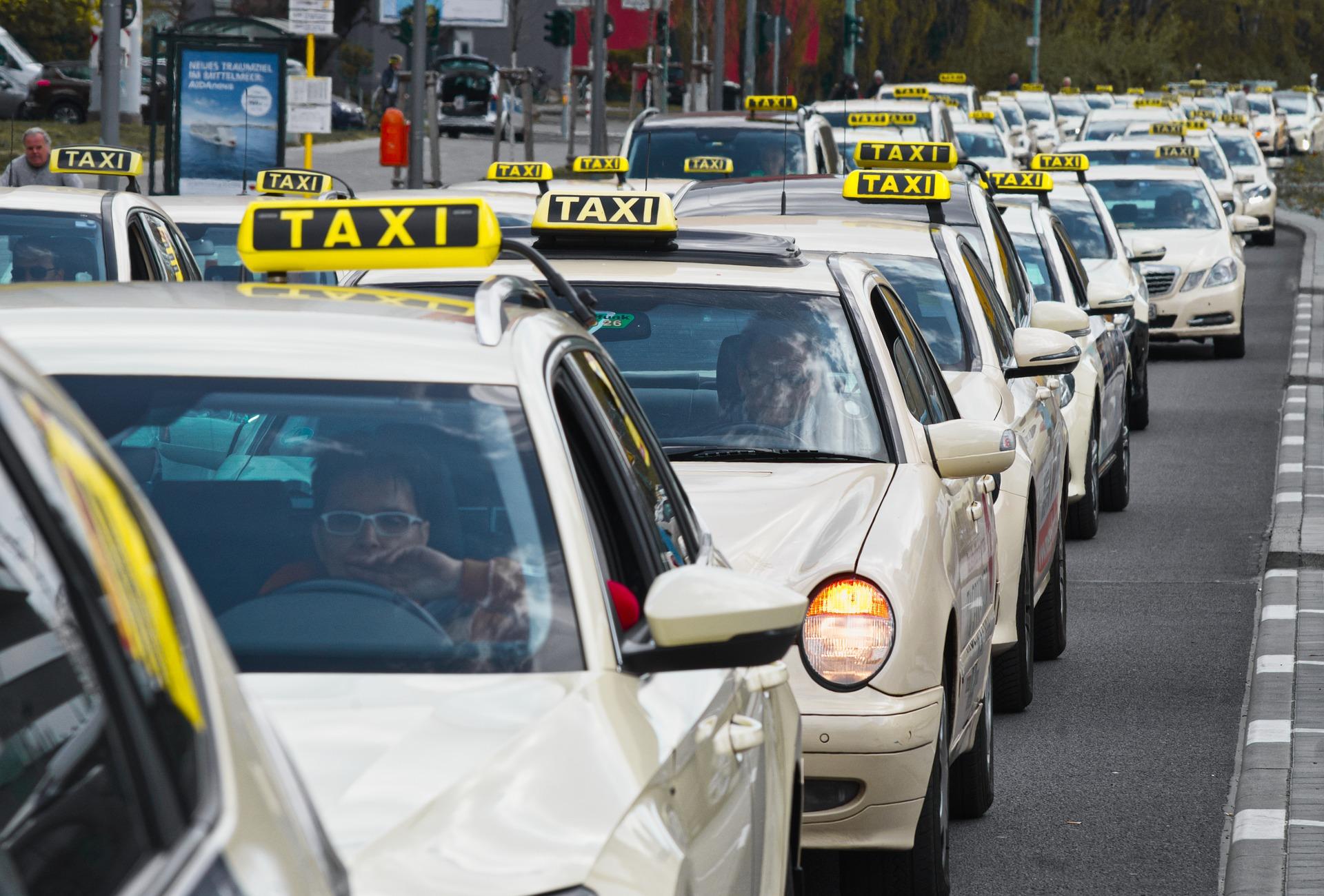 wachtende taxi's in rij